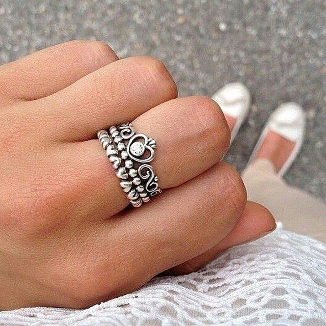 anillo de compromiso en forma de corona