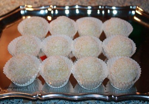 Kokosové guľky - Recept pre každého kuchára, množstvo receptov pre pečenie a varenie. Recepty pre chutný život. Slovenské jedlá a medzinárodná kuchyňa