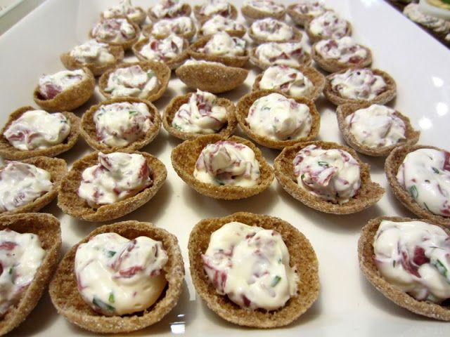Herkkuja leipomassa: Ruissipsit kylmäsavuporotäyteellä/ Rye Chips With ...