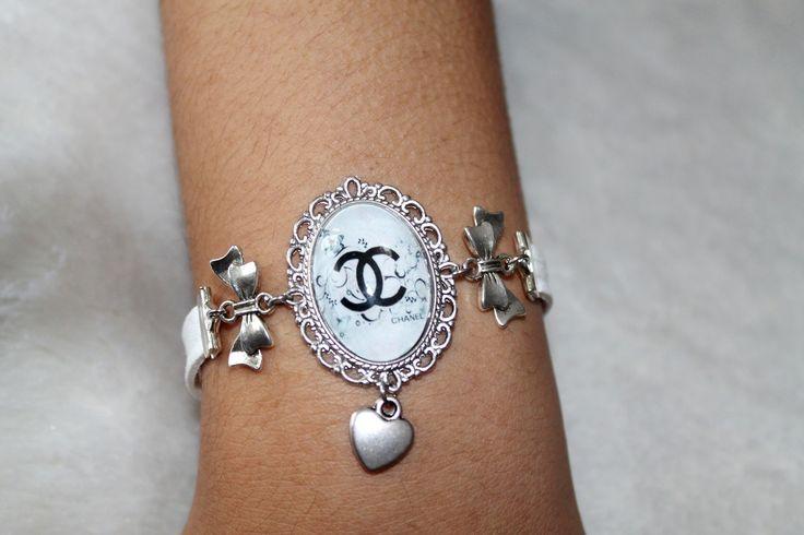 Bracelet multi rang de suédine blanche cabochon CHAN EL : Bracelet par tom-fimo-creation