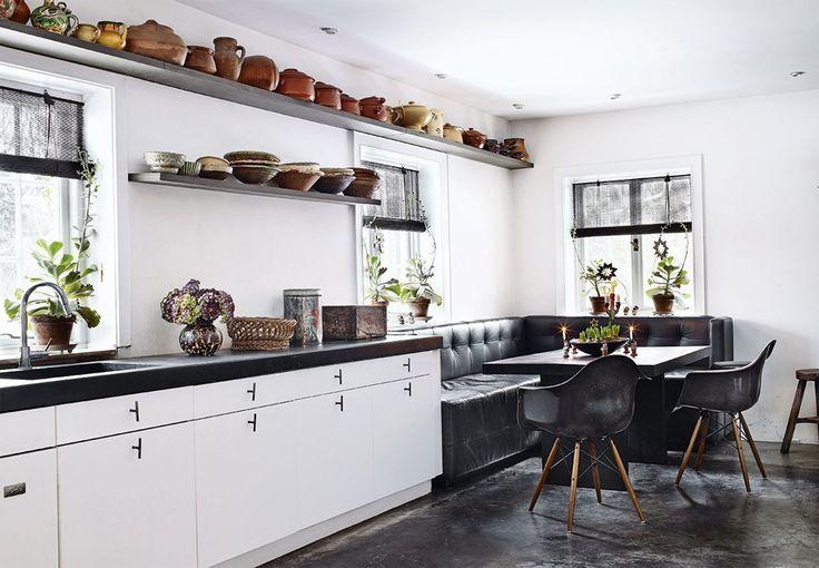På landejendommen Gøngehusfarm beliggende i det naturskønne Nordsjælland har designer Lotte Minch og hendes mand indrettet sig varmt og rustikt.