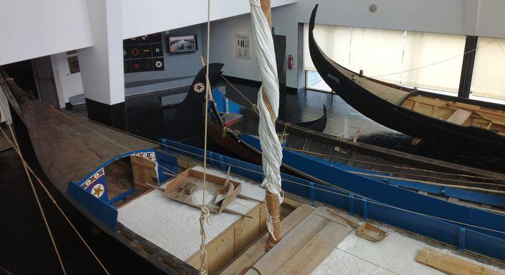 Maritiem museum in Ílhavo over Portugese kabeljauwvangst. Hier zie je de traditionele boten die zeewier, zout vervoerden. Er is ook een zeeaquarium. #Portugal #kabeljauw #museum