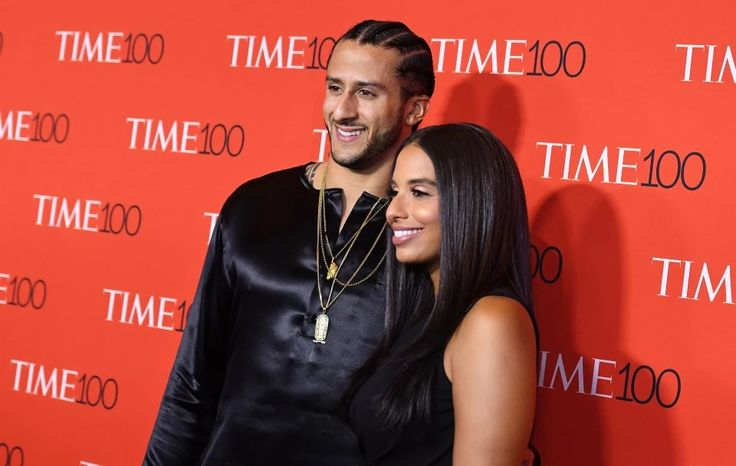 Colin Kaepernick hands out free suits outside parole office