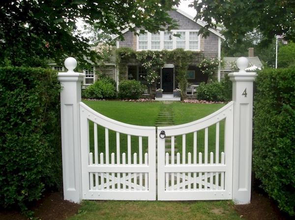 LoveGates Ideas, Horses Farms, Beautiful Gates, Doors Windows G, Horse Farms, Hors Farms, Kentucky Horses, Yards Ideas, Nantucket Yards