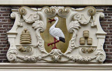 Gevelsteen met wapen van Den Haag. Prinsengracht/ Grote Markt Den Haag