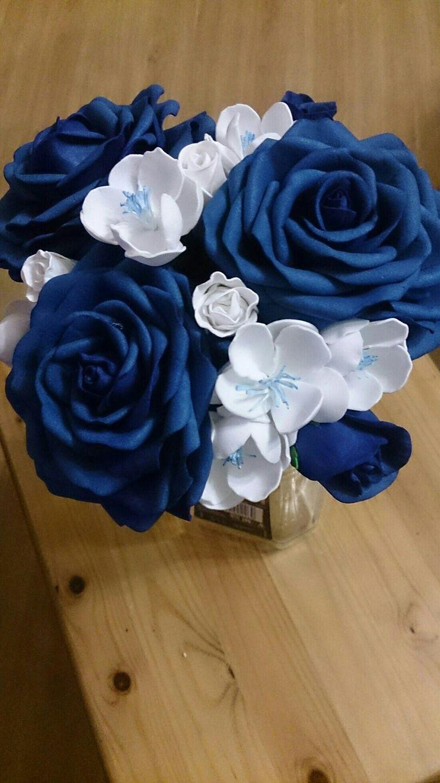Цветы для букета невесты: синие розы и белые яблоневые цветы. Все из фоамирана.