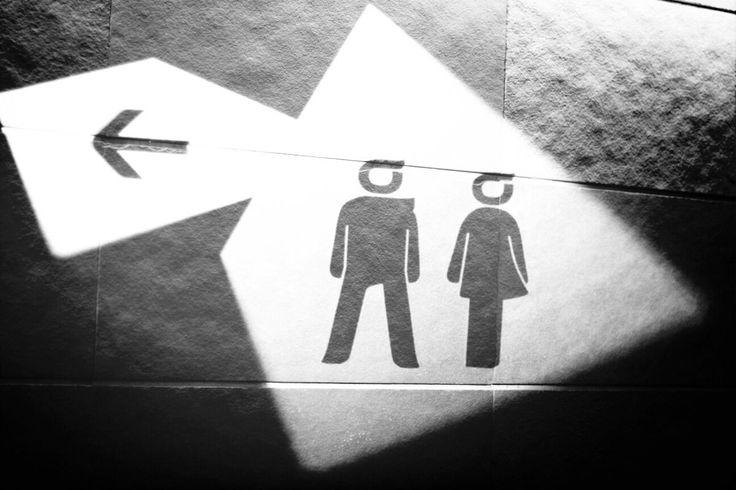 Entre 6 000 et 8 000 mineurs se prostitueraient en France selon les associations, qui alertent sur de terribles pratiques se développant dans les toilettes des collèges, et ce quel que soit le quartier. Enquête sur un phénomène encore tabou.
