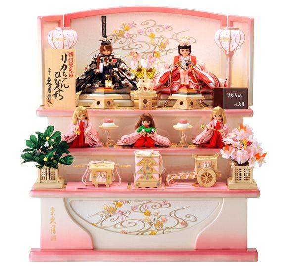 日本の人形界におけるトップブランド「久月」と、老舗おもちゃメーカー「タカラトミー」コラボ。