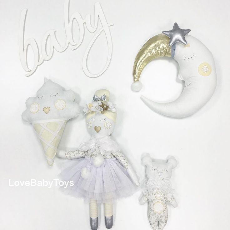 Прекрасная Ева с милым мишкой обожают гулять под золотой луной и есть вкусное ванильное мороженое 👸🏼 💭🍦 Всем доброго и волшебного вечера💫 LoveBabyToys®