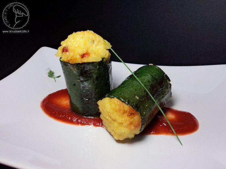 Zucchine ripiene di riso allo zafferano, con pancetta e pomodori secchi