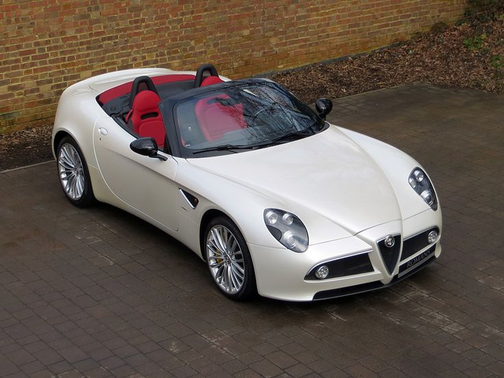 Alfa Romeo 8C Spider for sale at Romans International.  Para saber más sobre los coches no olvides visitar marcasdecoches.org
