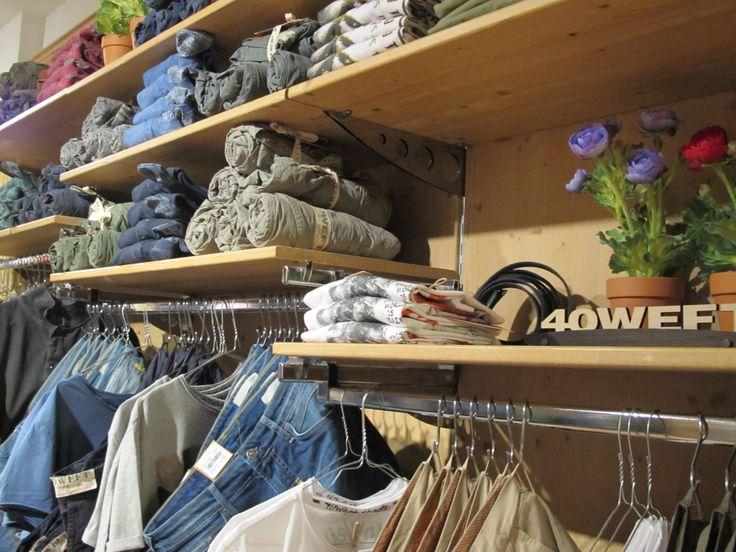 Oggi, per par condicio,soddisfiamo anche le proteste dei nostri followers maschi illuminandoli sulla nostra vasta gamma di prodotti uomo. Qualche esempio? Le gicche termiche e in piuma di 40weft , RRD Italia, Freedomday, Woolrich John Rich & Bros...le sneakers di New Balance, @lottoleggenda, @Vans...i jeans di Meltin'Pot, Roy Roger's..i pantaloni di Construction 0/Zero..la felperia di Franklin & Marshall, SHOESHINE ®...le camicie di @MCR Mosca...gli zainetti di Mi-Pac, i berrmuda di 40Weft e…