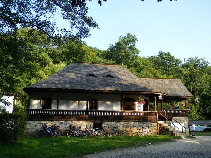 Muzeul Astra - Carciuma din Batrani http://calatorim.ro/patru-anotimpuri-aceeasi-destinatie-muzeul-satului-din-sibiu
