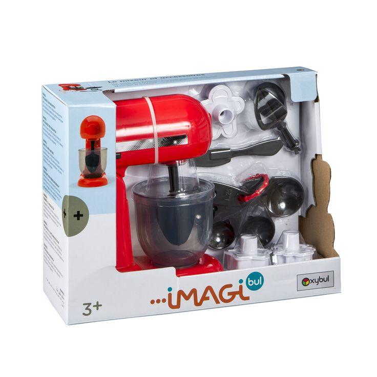 Ce mixer de cuisine est un robot ménager permettant à l'enfant de confectionner de bons plats à ses petites poupées. Parmi les 8 accessoires du mixer, il choisit celui dont il a besoin. Cela peut être des cuillères doseuses ou des emporte-pièces. Il fixe le batteur au robot et cuisine comme un chef ! Sucré ou salé ? Avec ce mixer de cuisine et ses accessoires, l'enfant multiplie les manipulations pour reproduire les gestes des grands et développer son vocabulaire et son imagination.