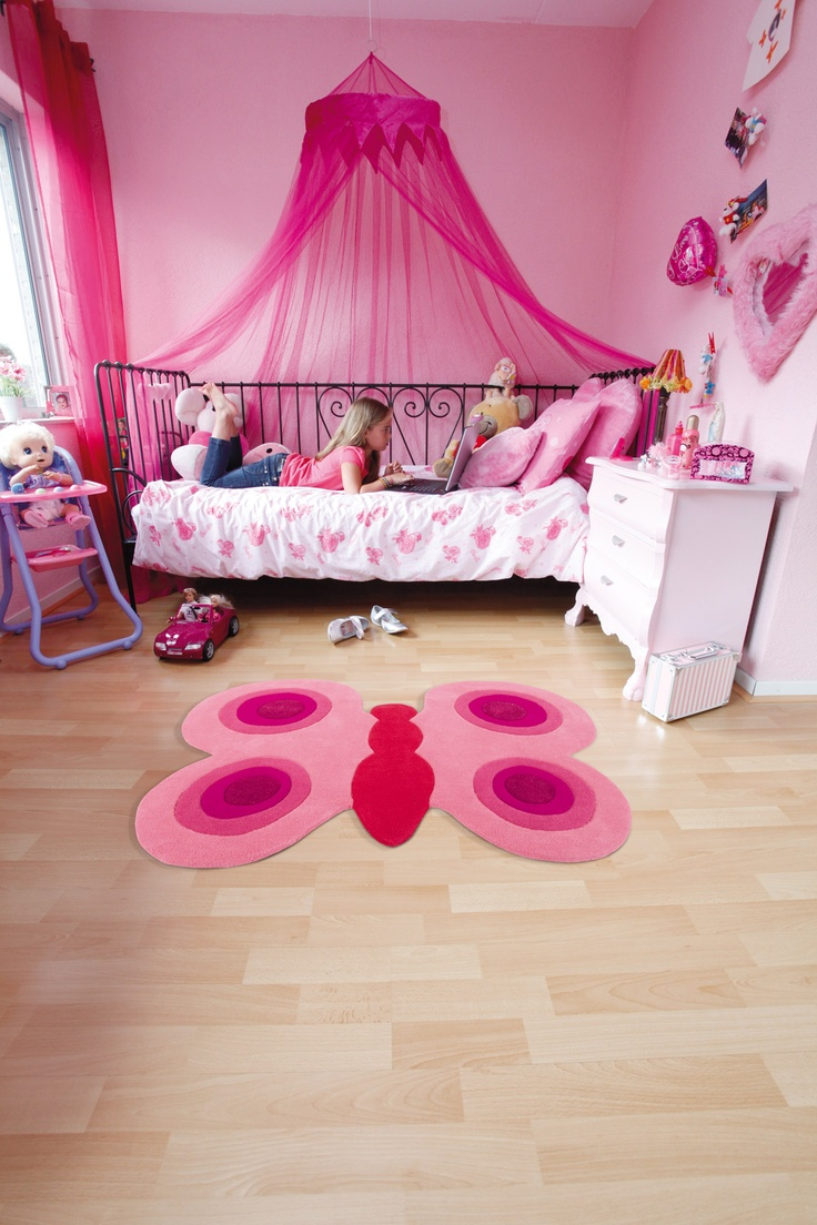 Handgemaakt vlinder vloerkleed van Arte Espina. Een mooie blikvanger in de roze meidenkamer!