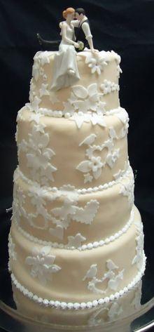 Beautiful wedding cake from a Berlin store