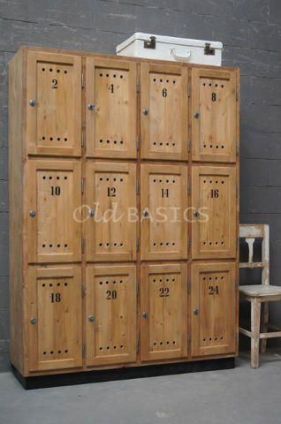 WWW.OLD-BASICS.NL webshop voor meubels in brocante, vintage, sroer-landelijke en industriële stijl. Lockerkast 10051 - Bijzondere grote lockerkast met maar liefst twaalf deurtjes. Achter elk deurtje zit een legplank. De kast heeft zowel een landelijke als een stoere uitstraling en past prima bij de industrieel-brocante stijl! MAATWERKDe kast kan in vrijwel elke gewenste maat, indeling en RAL-kleur worden gemaakt.