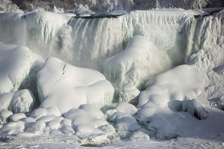 Wetter: In märchenhafter Schönheit präsentieren sich derzeit die Niagara-Wasserfälle an der kanadischen Grenze.