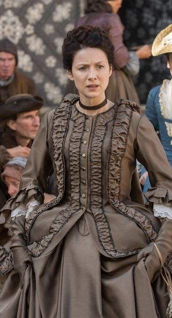 Claire Fraser -stunning dress♥                                                                                                                                                                                 More