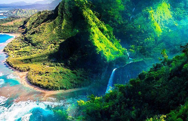 #ALOHA E KOMO MAI  Kom til inspirationsmøde om #Hawaii den 27. OKTOBER kl. 18.00  Mød vores Hawaii eksperter. Se mere på www.nyhavn.dk/2371  #Hawaii #Inspiration #eksperter #drømmerejser #rejser #møde #destination #nyhavnRejser #USA #PlacesAroundEarth #bestvacations #worlderlust #islandlife #photomix