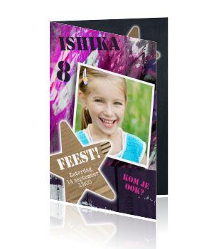 Mooi Design van een stoere uitnodiging voor een verjaardagsfeestje van een meisje. Met roze en paarse graffiti. Maak zelf jou super stoere uitnodiging voor je verjaardagsfeestje voor een meisje. Graffiti kaart met roze tinten. Stoer uitnodiging kaartje voor meiden van Luckz.