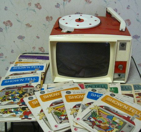 General Electric Show N Tell - electronic story teller with slideshow.Film, Remember This, Friends, Halloween Costumes Ideas, Childhood Memories, Records Players, Tvs, Little Sisters, Vintage Toys