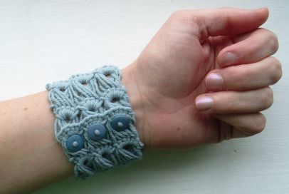 ˜Broomstick Lace Bracelet-tutorial by Cult of Crochet.
