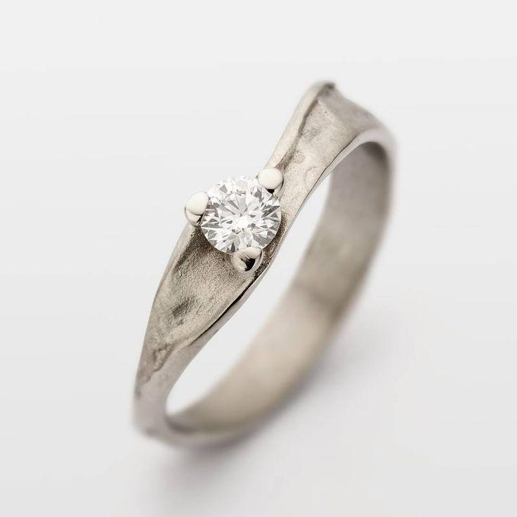 Wit gouden verlovingsring met diamant 239-002