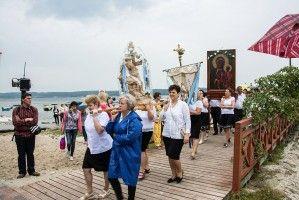 Kashubian procession on the Żarnowieckie Lake