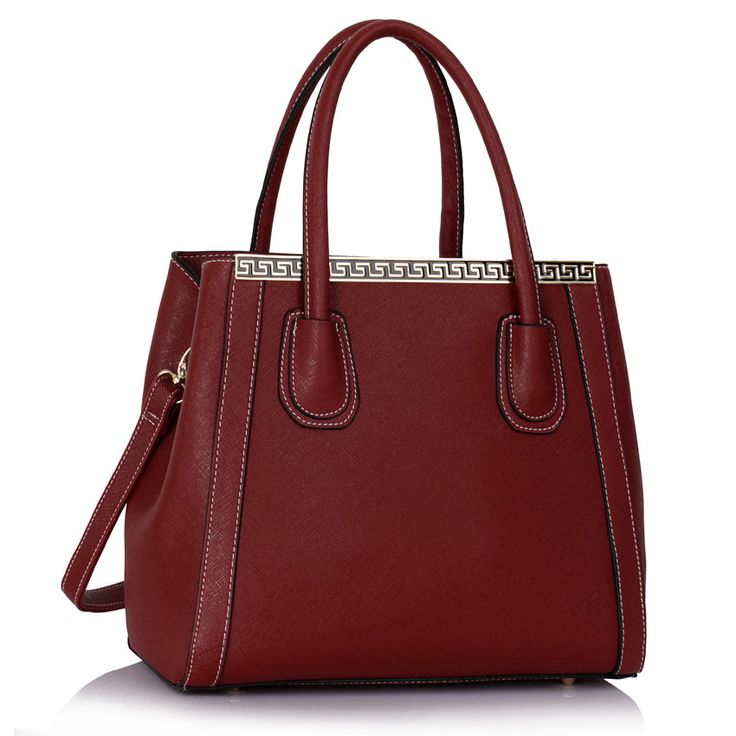 Elegantná dámska kabelka vyrobená z eko kože, s jednoduchým elegantným dizajnom. Kabelku dopĺňa kovová dekorácia. Kabelka má prerozdelený vnútorný úložný priestor vreckom na zips. Vo vnútri kabelky sú malé otvorené vrecká aj na zips. Ušká sú pevne uchytené na kabelke. Kabelku možno nosiť v ruk