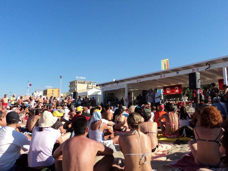 """Dalla..vellutata spiaggia di Senigallia.....la diretta del programma radiofonico """"Caterpillar"""", in onda su  Radio Due......"""