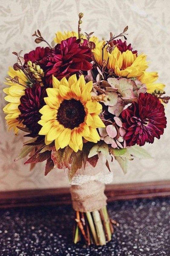 sunflower fall wedding bouquet / http://www.himisspuff.com/fall-wedding-bouquets-for-autumn-brides/10/