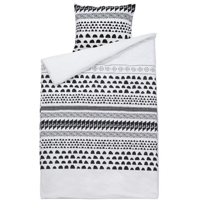 Dekbedovertrek Ros met zwart-witte patronen van een mix aan vormen. Geschikt voor een lits jumeaux.