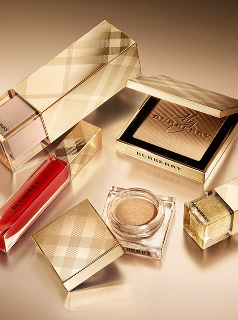 An inspiring selection of make-up in signature Burberry shades and effortless new-season colour palettes. Discover the Burberry festive make-up collection.