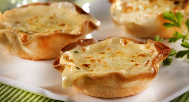 Receita: fondue de queijo gratinado servido em cestinhas individuais - Bolsa de Mulher