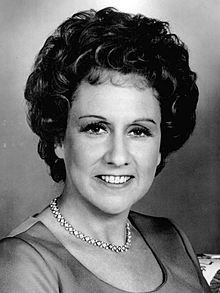 Jean Stapleton 1977.JPG  Sweet Edith Bunker died today 5/31/13 at the age of 90   You were never a ding bat in my eyes