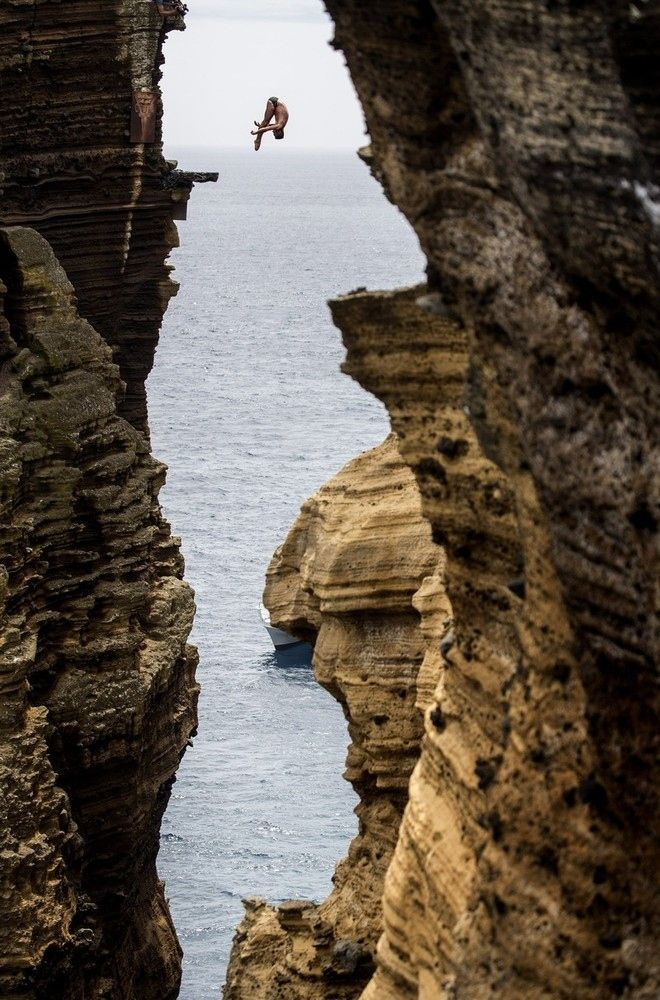 Cliff Diving in Portugal ~~ This guy has nerves of steel!