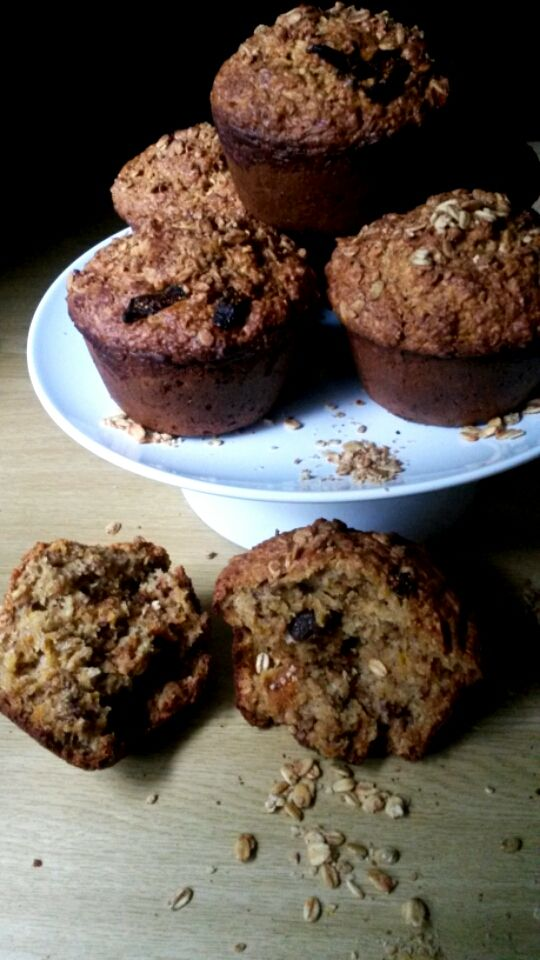 Granola & Oatsy Health Muffins with Raisins, dried Fig & Carrots