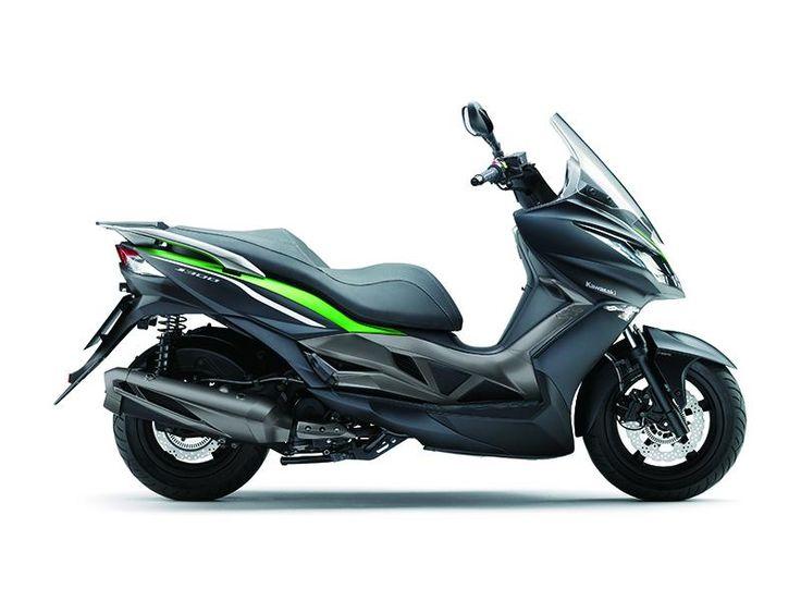 Kawasaki Neuheiten 2014: Wer Kawasaki sagt, denkt in der Regel an radikale, grüne Motorräder. Das haben uns die Marketingstrategen auch ganz gut so eingeimpft. Nun müssen wir aber umdenken – mit dem J300 kommt der erste Kawasaki-Roller nach Europa.