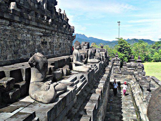 Borobudur Temple: Borobudur (Central Java, Indonesia).