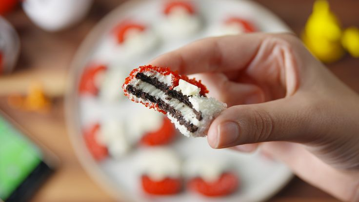 Pokeball Oreos are even more addictive than the app - gGotta eat 'em all!