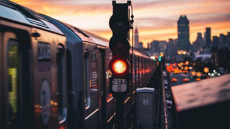 Скачать обои поезд, высокая линия, сигнал метро, раздел город в разрешении 1366x768