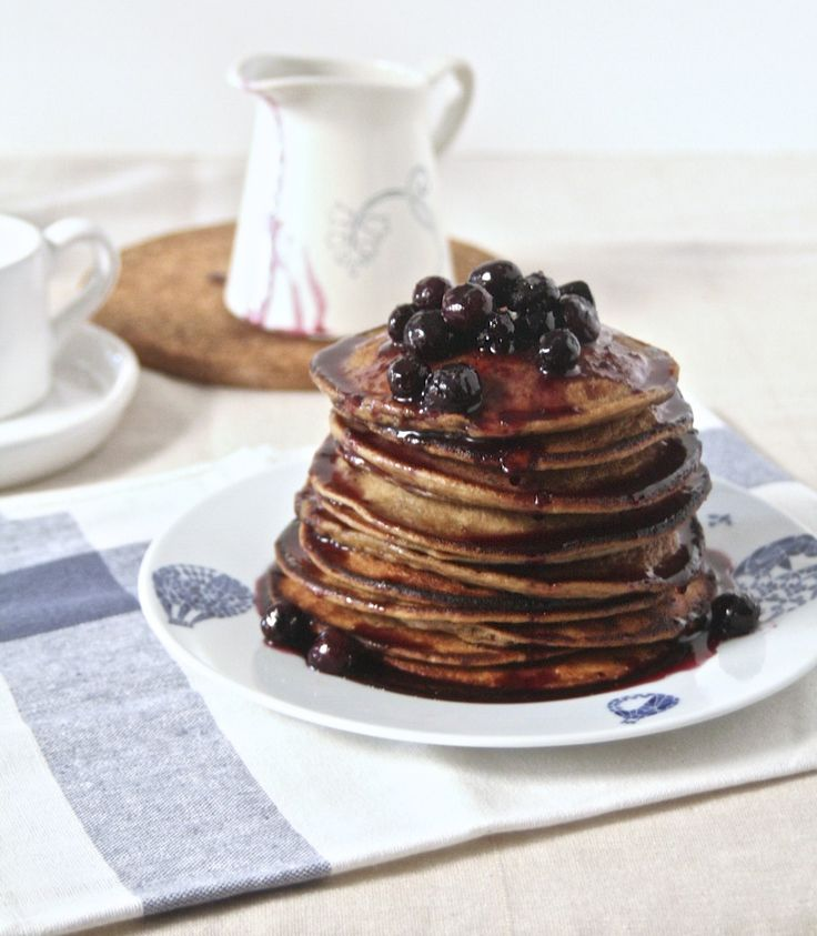 Flourless Banana & Oat Pancakes with BlueberrySyrup.