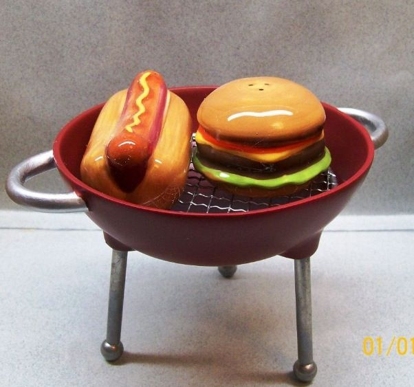 HoT DoG and HaMBuRGeR oN a GRiLL Salt & Pepper Shakers
