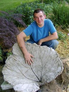 how to make a large leaf birdbath. DIY!! and it works good!! EASY  I've seen these at the Farmer's Market.