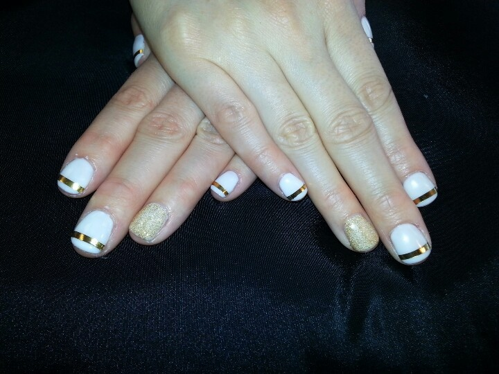 White shellac gold accent nail | **AcCeSoRiEs** | Pinterest