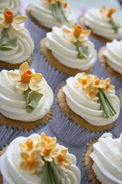 Cotton & Crumbs Loveliness!: Cup Cakes, Spring Cupcakes, Sweet, Flower Cupcake, Spring Daffodil, Daffodils, Cupcake Decoration, Daffodil Cupcakes