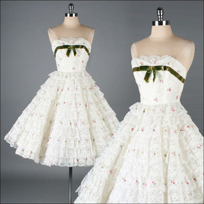 ~Vintage 1950s Dress . White Lace . Embroidered Flowers~