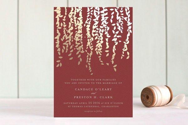 Invitaciones color marsala con foil dorado