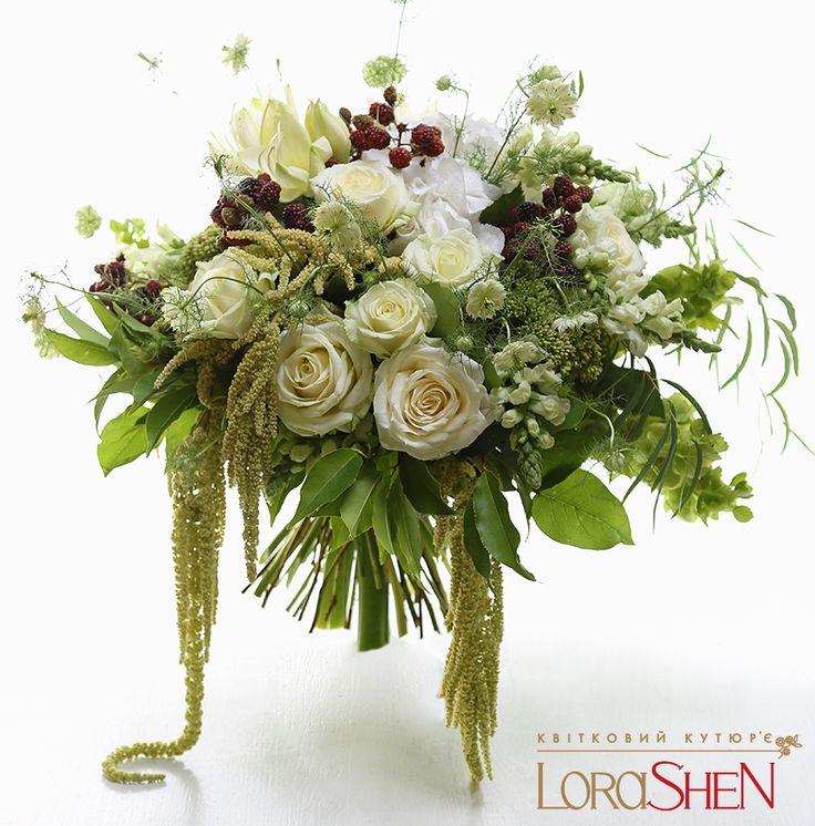 Green wedding floral arrangement 04291 — Lorashen